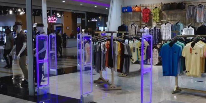 برخورد با عرضه پوشاک برند قاچاق در اصفهان