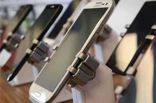 اعمال ممنوعیت واردات گوشیهای تلفن همراه بالای ۳۰۰ یورو به گمرکات ابلاغ نشده است