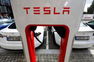 خودروهای برقی غیر برند تسلا را به طور رایگان شارژ میشوند