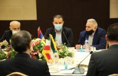 وزیر اقتصاد ارمنستان در دیدار با وزیر صمت ایران بر افزایش حجم مبادلات بین دو کشور با تولیدات مشترک تاکید کرد.