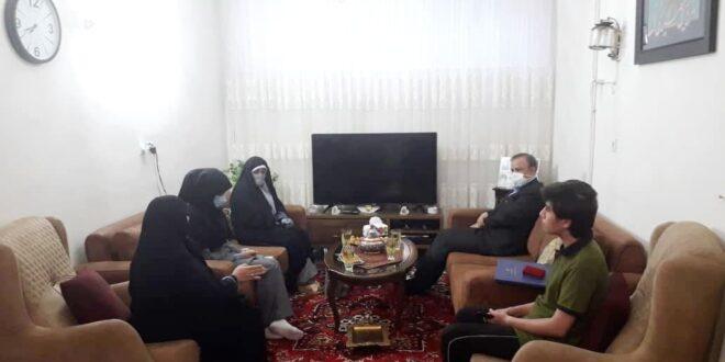 دیدار وزیر صمت با خانواده معظم جانباز و شهیده عبداللهی سادات